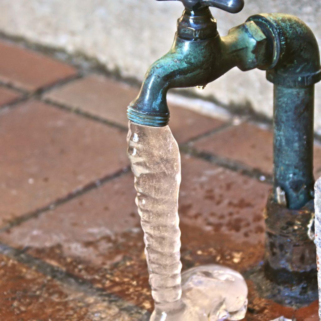 Как провести воду в баню, чтобы не замерзала зимой, своими руками 30
